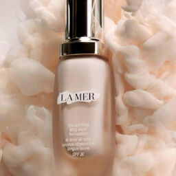 Kem nền La Mer The Soft Fluid Long Wear Foundation SPF 20 cho lớp makeup hoàn hảo tuyệt đối