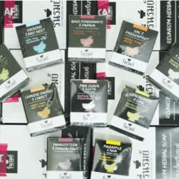 Xà phòng Karmart Body Reunrom Herbal Soap – mặt hàng nhất định phải mua khi sang Thái