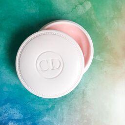 Kem dưỡng DIOR CRÈME DE ROSE cho môi hồng xinh, da mịn màng tỏa sáng.
