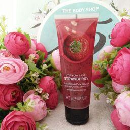 """""""Trái dâu tây"""" tẩy tế bào chết cho da mịn màng, trẻ trung – The Body Shop Strawberry Body Polish 200ml"""