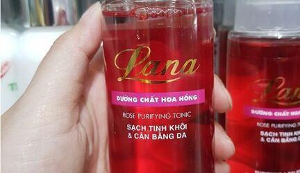 Dùng nước hoa hồng của hãng nào thì tốt?