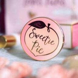"""Phấn tạo khối Sweetie Pie Bronzer từ Too Faced – ngoài """"đẹp"""" ra còn có gì khác?"""