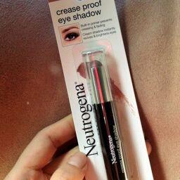 Màu mắt dạng kem Neutrogena Crease Proof Eyeshadow #Stay Put Plum- có gì hot?